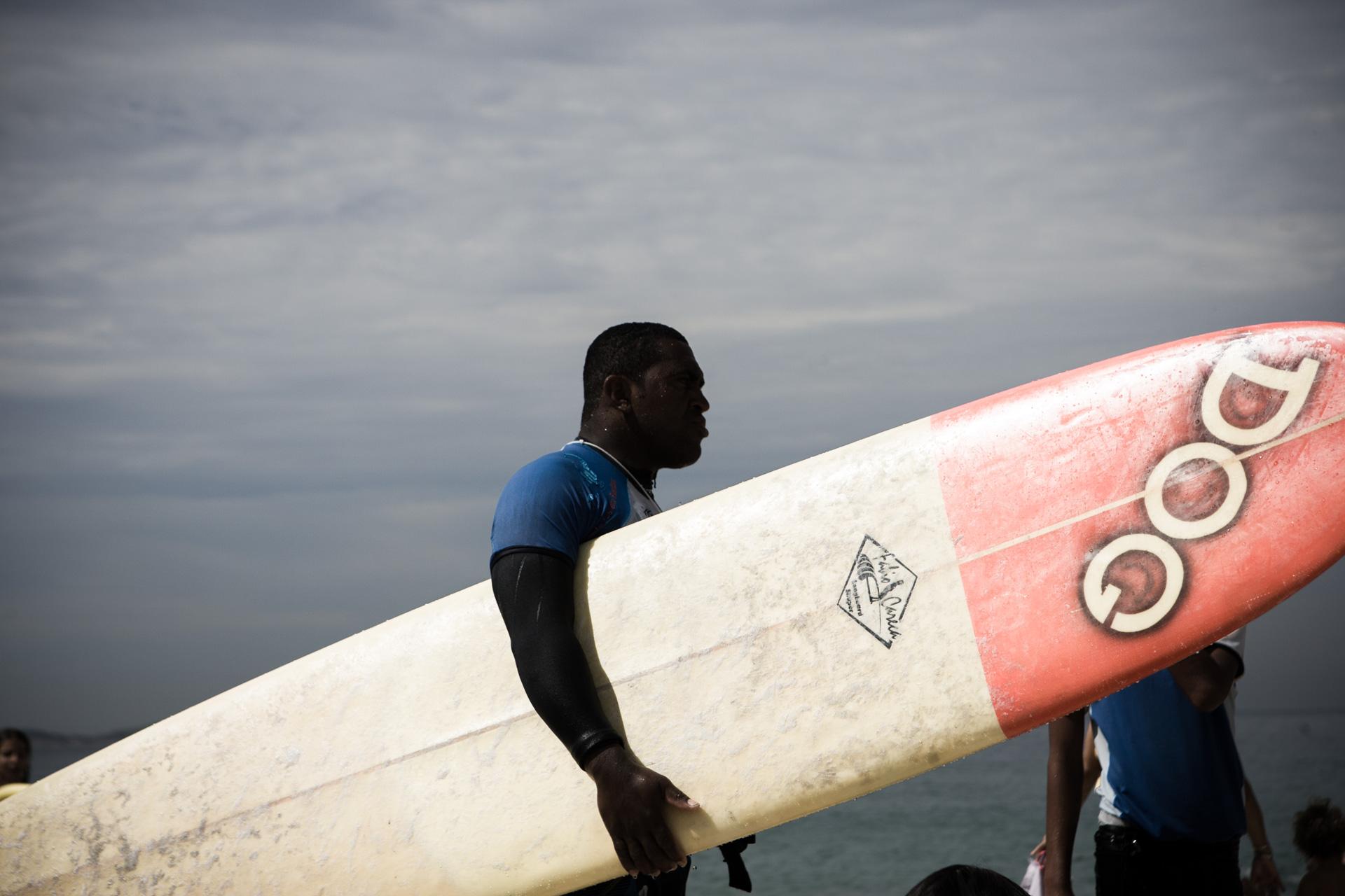 SURFER POUR UN PEU D'ESPOIR